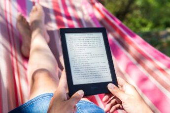 Stelle Ebooks als Download bereit
